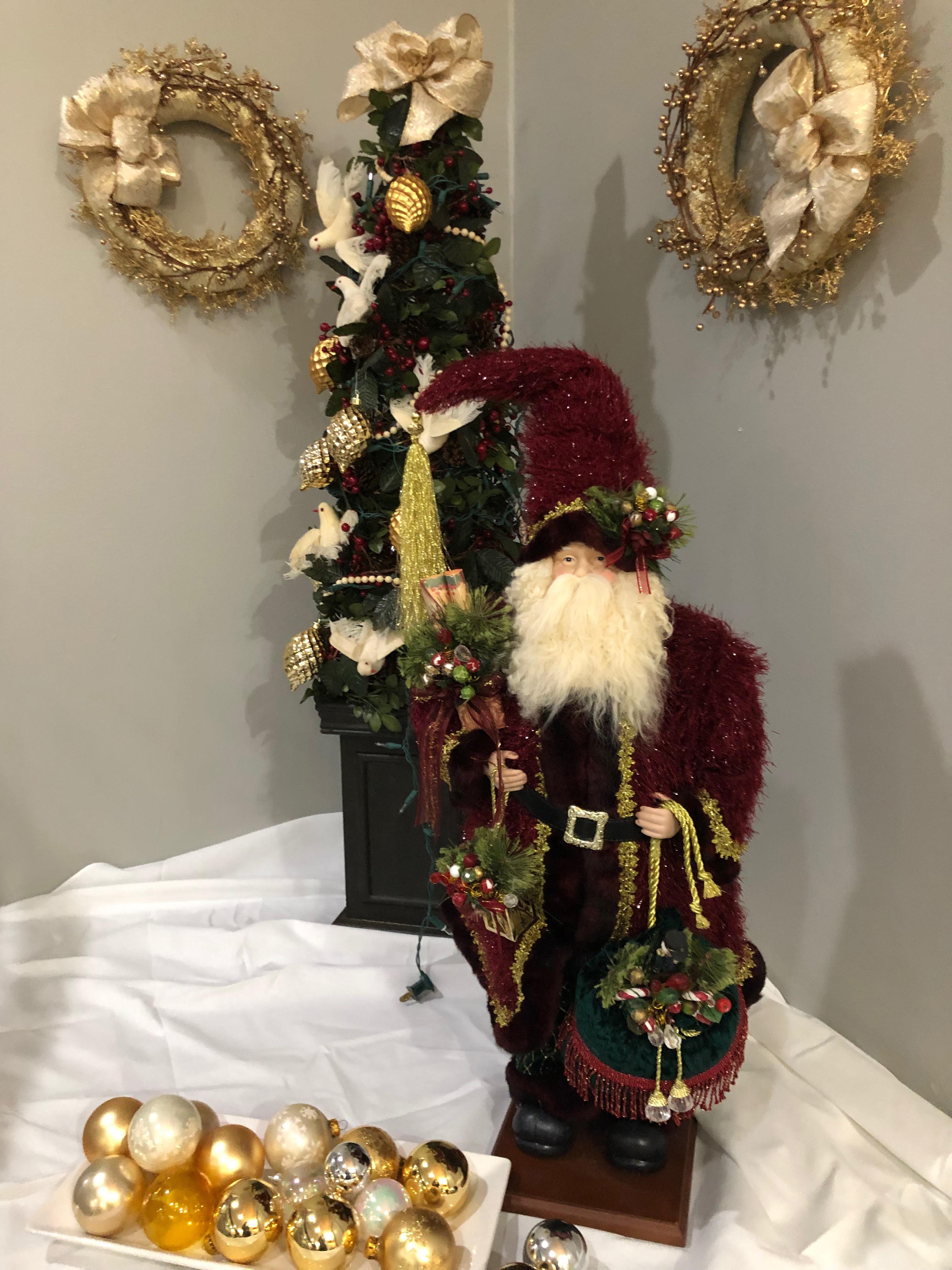 Penthouse_Christmas_2018_Lobby_Decor