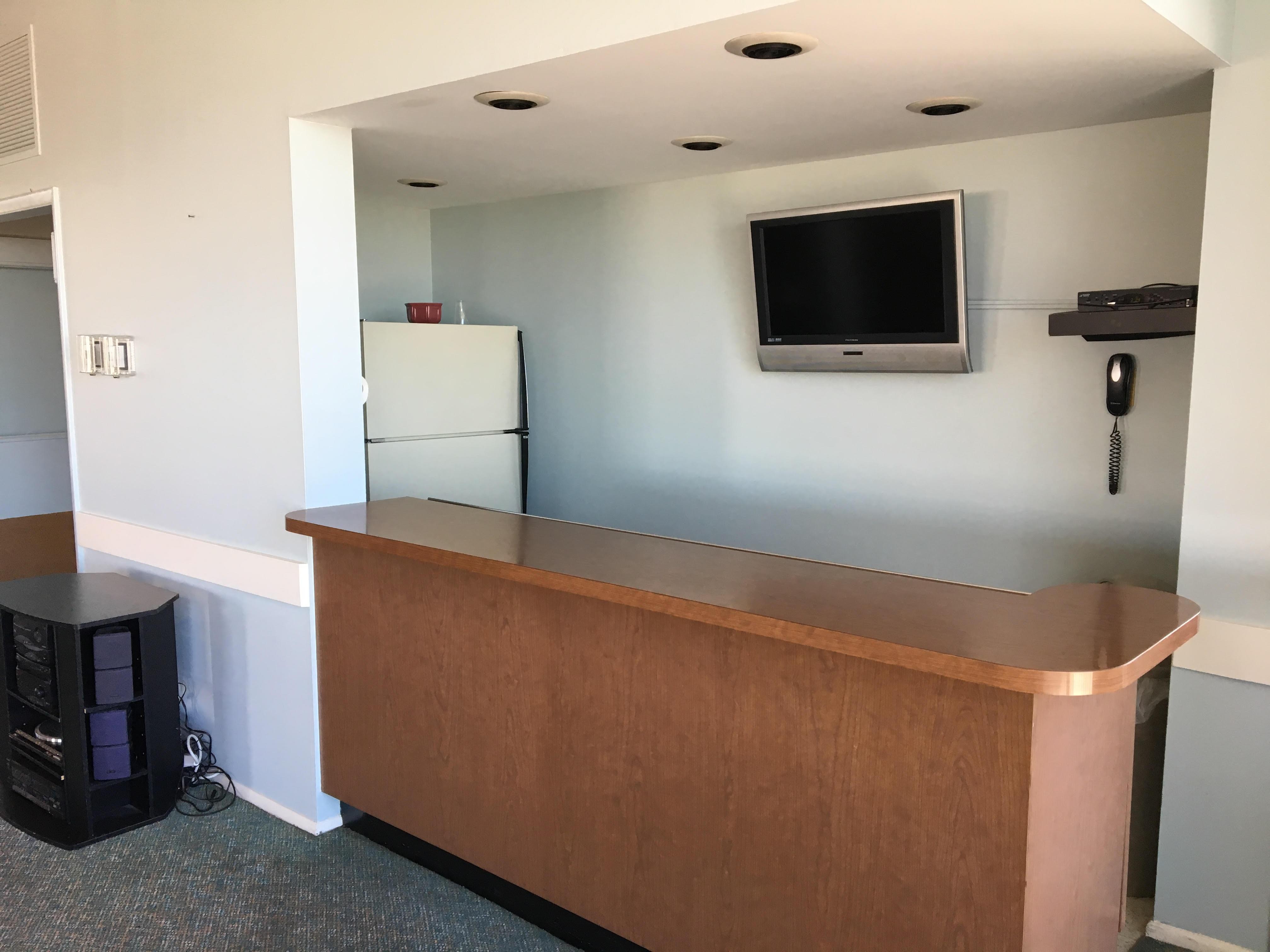 Penthouse Bar & TV